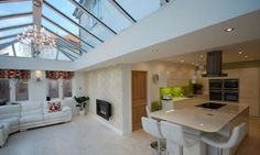Loggia kitchen extension - needn't be just for extra kitchen space/ dining room. Kitchen Orangery, Conservatory Kitchen, Conservatory Ideas, Bungalow Extensions, House Extensions, Kitchen Extensions, Kitchen Family Rooms, Kitchen Living, Kitchen Cupboard Designs