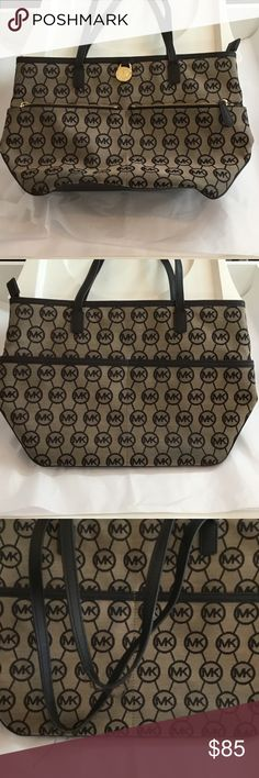 Authentic Michael Kors Kempton Logo Signature Tote Pre-Owned Michael Kors Medium Pocket Tote Handbag. 3 interior slip pockets and 1 zipped pocket. Worn handle please take a look at the 3rd picture. Date code inside of the bag. Made in Myanmar (Burma) IM-1506. Michael Kors Bags Totes