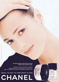 Photo of fashion model Yasmin Le Bon - ID 83517 Yasmin Le Bon, Chanel Beauty, Chanel Makeup, Coco Chanel, Vintage Advertisements, Vintage Ads, Karl Lagerfeld, Chanel Poster, Renee Simonsen