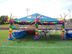 """UCBI tent Decor for 2012 Relay for Life a """"Nancyfangles"""" Balloon Creation"""
