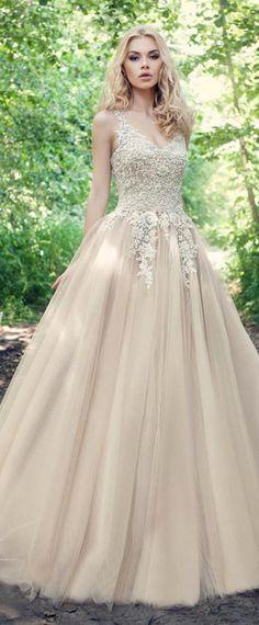 Fabulous Tulle V-neck Neckline Ball Gown Wedding Dresses With Beadings