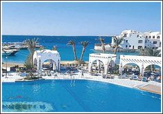 Arabella Azur Resort - our Nubian white domes covered in fuchsia bougainvillea immediately make you feel that you are on vacation mode. Hurghada Egypt, Hotels And Resorts, Africa, Vacation, Mansions, House Styles, Outdoor Decor, Beautiful, Beautiful Places