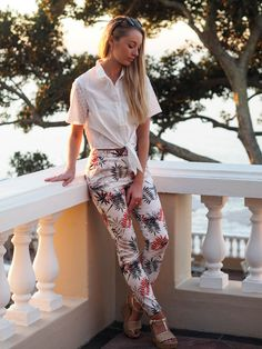 CASUAL[summer]: white knot shirt; printed trousers