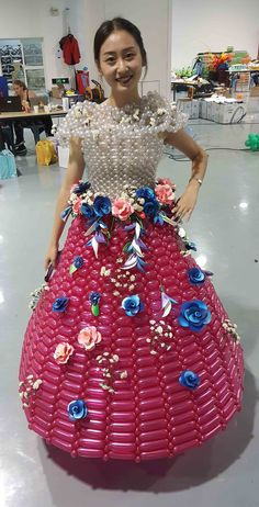 Balloon Dresses made by Rie Hosokai 2017 Verhoef China 2017, Balloon Dress, Balloon Animals, Girl Decor, Balloon Decorations, Dress Making, High Waisted Skirt, Events, Costumes