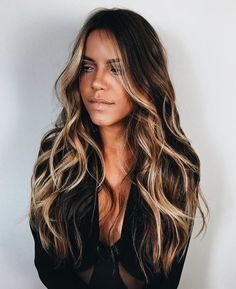 So perfect // hair inspiration // hair color // hair color idea Ombre Hair Color, Hair Color Balayage, Hair Highlights, Bayalage, Color Highlights, Face Frame Highlights, Black Hair With Blonde Highlights, Dark Brown Hair With Highlights Balayage, Balayage Lob