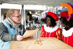 november 2015 - niets is spontaner dan mensen hun verhaal te laten doen en niets is spannender dan vervolgens van dat verhaal, ter plekke, een gedicht te maken ! voor Connect Limburg stond ik een dagje op het Kloosterwandplein in Roermond. het was een koude dag maar de verhalen en ontmoetingen waren hartverwarmend !