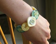 DIY Button Craft: DIY Button Bracelets
