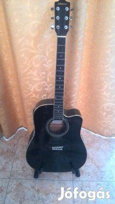 Eladó Johnson elektroakusztikus gitár, tok, állvány - 40.000 Ft: Eladó a képeken látható Johnson elektroakusztikus gitár, tokkal, állvánnyal. A gitár tökéletes állapotban van, maximum húrokat kell cserélni rajta, mert azok nem a legújabbak. Átvenni Dunavarsányban, vagy Budapesten a Népligetnél lehet. Érdeklődni: 06-70-94-60-114