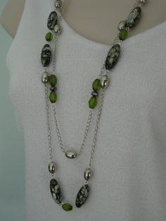 Long Green Necklace Bead Necklace Multistrand por RalstonOriginals, $16.00