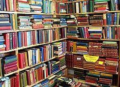Kirjahylly pursuaa kirjoja