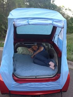 Hack Turns Your Prius Into a Mobile Hotel I may be able to camp again with this. Tent Hack Turns Your Prius Into a Mobile Hotel : TreeHugger may be able to camp again with this. Tent Hack Turns Your Prius Into a Mobile Hotel : TreeHugger Auto Camping, Camping Hacks, Camping Info, Camping Glamping, Camping Gear, Outdoor Camping, Camping Outdoors, Camping Storage, Tent Camping Beds