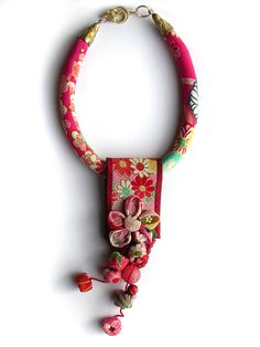 Items similar to Silk Fiber Necklace with Pink Kimono Fabric and Japanese Flower with Dangles on Etsy Funky Jewelry, Jewelry Art, Jewelry Crafts, Beaded Jewelry, Fabric Necklace, Diy Necklace, Textile Jewelry, Fabric Jewelry, Armband