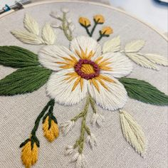 Diy Embroidery Projects, Hand Embroidery Patterns Flowers, Christmas Embroidery Patterns, Diy Embroidery Kit, Hand Embroidery Videos, Simple Embroidery, Hand Embroidery Stitches, Embroidery For Beginners, Advanced Embroidery