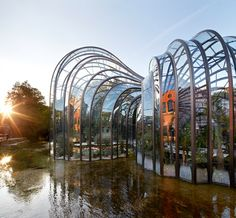 Bombay Sapphire Distillery Mediterranean Glass House Brilliant place to visit and learn about Gin Distilling. Glasshouses designed by Thomas Heatherwick Architecture Sketchbook, Architecture Old, Sustainable Architecture, Futuristic Architecture, Sustainable Design, Amazing Architecture, Bombay Sapphire Gin, Thomas Heatherwick, Arcology