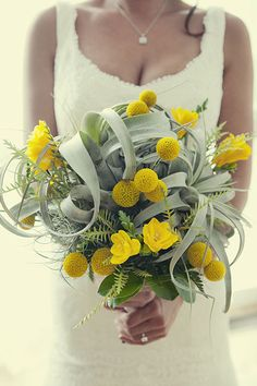 Would love to do this for my wedding. With peach instead of yellow :)