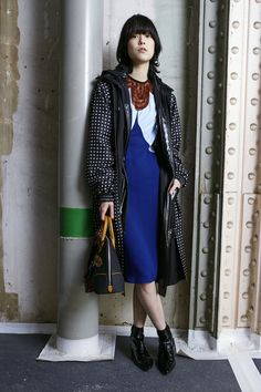 The Louis Vuitton Prefall 2015 Women's Collection created by Nicolas Ghesquière shot by Juergen Teller. Fashion Week, Daily Fashion, Fashion Show, Fashion Design, Women's Fashion, Louis Vuitton, Vogue Mexico, Catwalk Collection, Outerwear Women