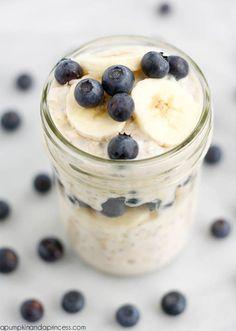 Chia-Samen-Rezept für ein leckeres Müsli  Zutaten für 1-2 Portionen:      1/3 Tasse Haferflocken     1/3 Tasse griechischer Joghurt     1/3 - 2/3 Tasse Mandelmilch, z.B. mit Vanillegeschmack     1/2 EL Chia-Samen     1 TL Honig     1 Banane und Heidelbeeren  Zubereitung: Haferflocken, Joghurt, Mandelmilch, Chia-Samen und Honig in eine Schüssel füllen, gut umrühren, abdecken und über Nacht in den Kühlschrank stellen. Am nächsten Tag mit in Scheiben geschnittener Banane und Heidelbeeren…