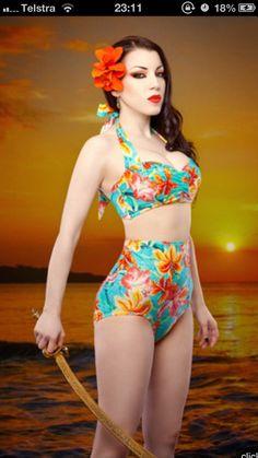 Vintage high-waisted bikini in tropical print.
