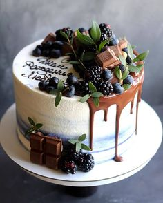 Vanilla Cake with Combinations of Black berries and dark chocolate . Fruit Birthday Cake, Pretty Birthday Cakes, Birthday Cakes For Men, Pretty Cakes, Birthday Gifts, Birthday Sayings, 70th Birthday, Birthday Images, Birthday Greetings