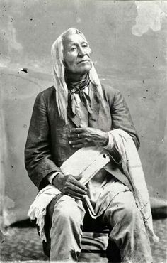 Shoshone Chief Washakie Would have talked to him.to know his history. Very distinguished, proud. Native American Pictures, Native American Wisdom, Native American Beauty, Native American Tribes, American Indian Art, Native American History, American Indians, Native Americans, American Symbols