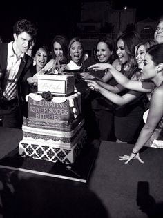 That #PLL cake is pretty A-mazing! #PLL100Party