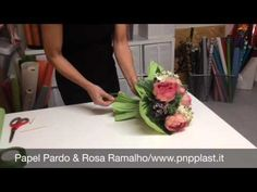 Wrapping a bouquet #wrapflowers - YouTube