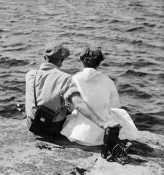 Unidentified couple, Sparrow Lake, Ontario, 1916, Photograph by Albert Van, Library and Archives Canada, PA-126674