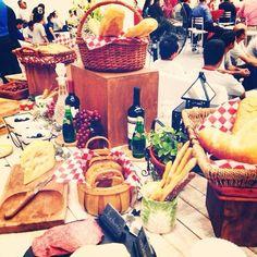 Queso, Pan y vino... Carnes frías, quesos y pan. By. D&J Eventos