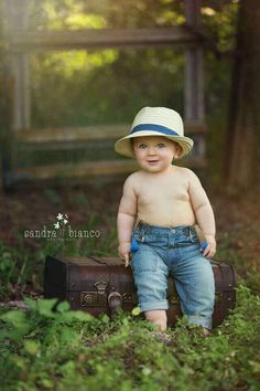 Top 30 baby photoshoot ideas at home Baby Shooting, Kids Photography Boys, City Photography, Little Boy Photography, Outdoor Baby Photography, Boy Photo Shoot, Photo Shoots, Baby Boy Pictures, 6 Month Baby Picture Ideas Boy