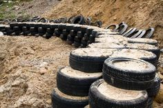 A semi-circular tyre wall (hollow) - as backdrop to the range, and a BIG roped off area behind with *caution* tape and marshalls? Shooting Targets, Shooting Sports, Archery Targets, Archery Range, Archery Hunting, Deer Hunting, Outdoor Shooting Range, Outdoor Range, Shooting Bench Plans