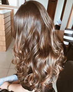 Balayage Ombre Hair Color Ideal For You Summer highlights Ombre Curly Hair, Ombre Hair Color, Long Curly Hair, Brown Hair Colors, Dyed Hair, Curly Hair Styles, Brown Hair Tones, 4c Hair, Short Hair