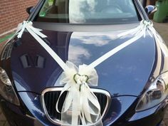 Wedding Car Decoration With White Ribbon And Small Flowers Hochzeitsauto-Dekoration mit weißem Band und kleinen Blumen Wedding Car Decorations, Wedding Table Centerpieces, Wedding Photo Walls, Bridal Car, Wedding Bows, Car Photography, Small Flowers, Most Beautiful Pictures, White Ribbon
