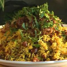 You can call this cheats biryani. First you pan-fry the spiced minced meat, then spread rice over the top and allow it to cook until done. You could also make this with minced lamb or chicken. It's delicious served with raita. Rice Recipes, Indian Food Recipes, Cooking Recipes, Healthy Recipes, Ethnic Recipes, Kenyan Recipes, How To Cook Pilau, Pilau Rice, Risotto