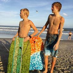 CARSON ! SHIRTLESS ! WITH HIS BEST FRIEND ! SHIRTLESS !