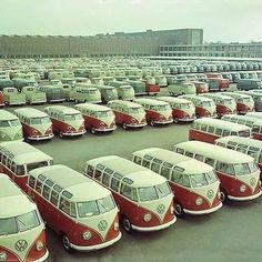 Wow - wall to wall Kombis - Internet Sourced Volkswagen Transporter, Transporteur Volkswagen, Vw Bus T1, Bus Camper, Volkswagen Factory, Campers, Vw T3 Doka, T3 Vw, Kombi Trailer
