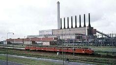 Hunzecentrale Groningen.... op de voorgrond de trein Groningen naar Assen