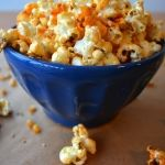 Sriacha-Honey Sesame Popcorn -- 3 Insanely Easy Popcorn Recipes for Your Next Movie Night Popcorn Snacks, Flavored Popcorn, Popcorn Recipes, Snack Recipes, Cooking Recipes, Popcorn Toppings Healthy, Gourmet Popcorn, Healthy Snacks, Healthy Eating