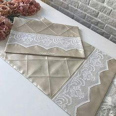 to# Leave # Tigis the # handmade # presentation # havlukenar the # quilt # nevresimta Decoration Bedroom, Crochet Lace, Bed Sheets, Crochet Projects, Couture, Tatting, Duvet Covers, Diy And Crafts, Textiles