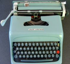 Vintage Typewriter- this would be great in Noah's room to do keyboard practice-spelling tests on! Love ths