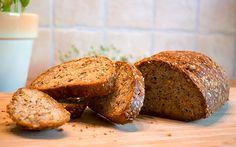 Kohlenhydratarmes und glutenfreies Kraft-Brot mit Samen, Nüssen und Kernen. Ein wunderbares Low Carb Brotrezept für jede Gelegenheit.