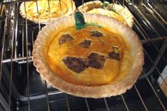 Halloween Cheeseburger Pie is something i've always wanted to learn how to make it. What a perfect activity for tonight