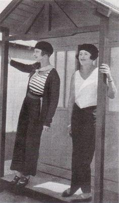1928 - Lady Mitford Haven & madame de Boyriven in Chantal beachwear by Achay in Femina 20s Fashion, Fashion History, Daily Fashion, Vintage Fashion, Costume Garçon, Style Année 20, 1920s Photos, 1920s Outfits, Louise Brooks