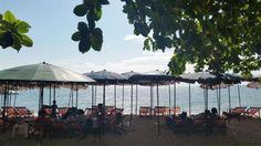 THAILAND: Raucher unter den ausländischen Touristen und thailändischen Strandurlaubern kritisieren massiv das geplante Rauchverbot an den beliebtesten ... Thailand, Strand, Patio, Outdoor Decor, Smoking Ban, Smokers, Vacation, Terrace