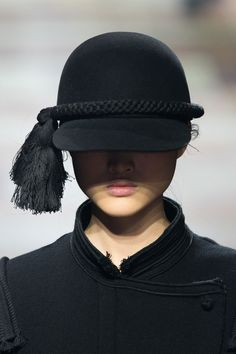 Lanvin at Paris Fashion Week Fall 2015 - Details Runway Photos Head Accessories, Fashion Accessories, Lanvin, Alexander Mcqueen, 2015 Trends, Love Hat, Equestrian Style, Headgear, Wearing Black