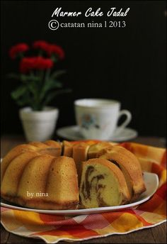 Marbled cake Indo style, just like Mama used to make. Indonesian Desserts, Asian Desserts, Indonesian Food, Indonesian Recipes, Candy Recipes, Sweet Recipes, Baking Recipes, Simple Recipes, Marbel Cake