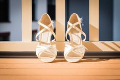 Scopriamo insieme quali saranno i modelli che andranno di moda quest'anno. Le scarpe Flat sono proposte da grandi marchi.  #scarpe #scarpedonna #scarpesposa #sposa2019 #trend2019 #sposascarpe #scarpedasposa #sposa #matrimonio #nozze Ballet Dance, Dance Shoes, Slippers, Fashion, Dancing Shoes, Moda, Dance Ballet, La Mode, Fasion