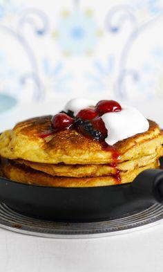 Puolalaiset sitruunapannukakut | Meillä kotona Flan, Pancakes, Goodies, Food And Drink, Baking, Breakfast, Desserts, Pudding, Sweet Like Candy