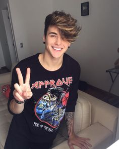 Light Brown Hair And Brown Eyes: Character Inspiration Hair And Beard Styles, Short Hair Styles, Boys Lindos, Men Hair Color, Photography Poses For Men, Cute Teenage Boys, Boy Hairstyles, Haircuts For Men, Hot Boys
