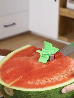Gadgets 95334 Introducing the Melon Slicer Cutter Tool, an innovative slicer comes with an automatic cutter blade. Make your own melon salad in one minute, enjoy refreshing fruit cubes hassle free without dealing with drippy mess. Cool Kitchen Gadgets, Smart Kitchen, Home Gadgets, Cooking Gadgets, Kitchen Items, Kitchen Tools, Cool Kitchens, Cooking Tools, Kitchen Decor