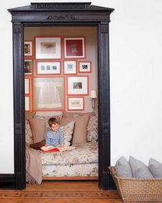 A CUP OF JO: Reading nook in a closet